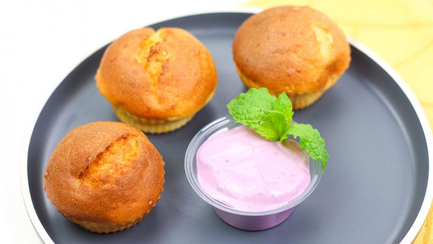 cytrynowe muffiny z jogurtem jagodowym