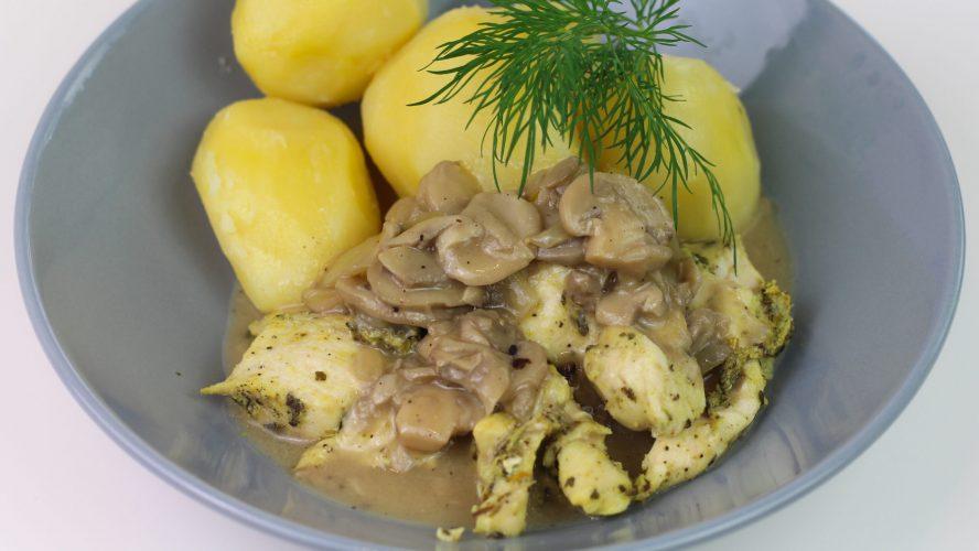 Kurczak w sosie śmietanowo-pieczarkowym z ziemniakami