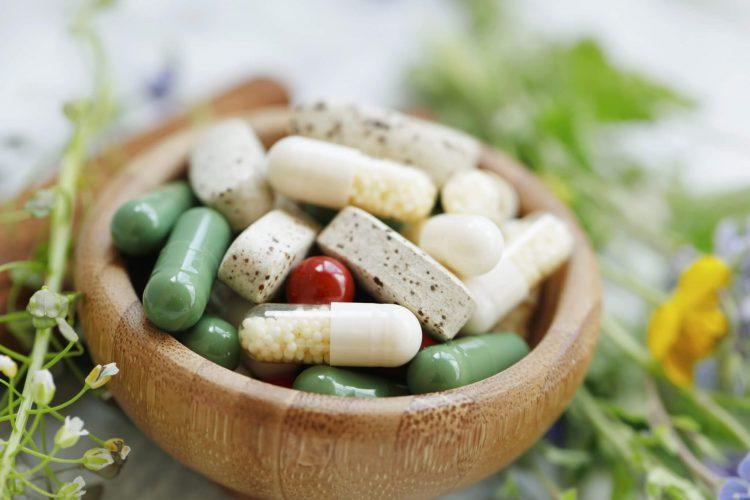Poradnik-suplementacyjny-jak-leki-i-suplementy-oddziałuja-na-siebie