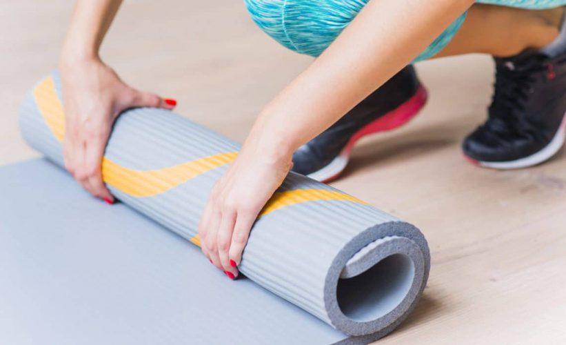 mata-treningowa-gimnastyczna-do-cwiczen-fitness-jogi-jaka-wybrac-najlepsza-rozmiar-min-1140x694-1